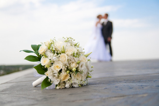 bouquet_couple_650x432_acf_cropped